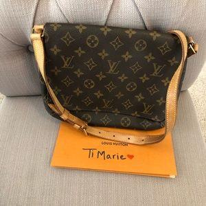 Louis Vuitton musette shoulder bag